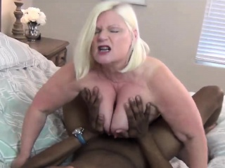 Horny blonde granny pleasing long black schlong