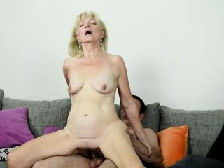 Saggy grandma receives cum in mouth