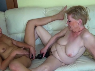Old Slut in Lesbo Action