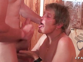 GrandMere sodomisee fistee et facialisee pour son casting