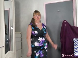 OmaGeiL Busty Mature Lady Striptease