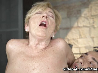 Malya & Mugur in Please for a Raise - 21Sextreme