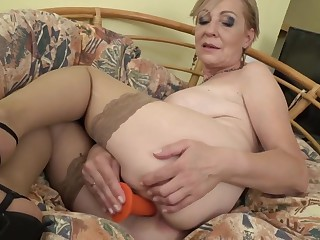 Sexy granny Maris feeding her old cunt