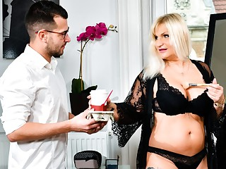 Anna Valentina & John Price in The Diva's Horny Assistant, Scene #01 - 21Sextreme