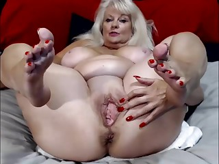 Old Woman Stretch Big Pussy