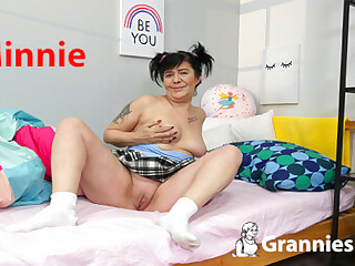 Minnie in the Bedroom - SexLikeReal