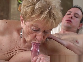 Wrinkly Old Lady Gets Pussy Banged and Sucks