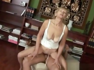 Old Blonde Skanky Granny Fucks Guy With A Weird Dick